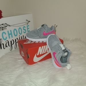 Nike Roshe one girl shoes size 6c